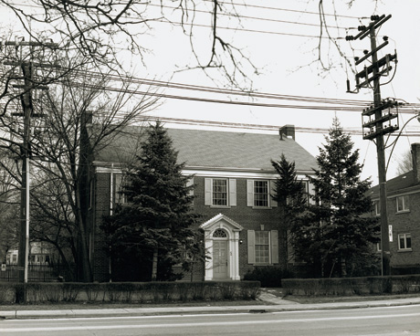 555 Spadina. Canadian transformer house. Photo by Robin Collyer, 1987. Credit: CCCA Canadian Art Database